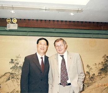 在台湾参加活动与前苏联航空员合影留念