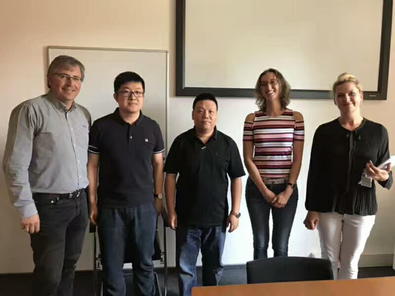 拜访德国埃姆登里尔应用科技大学与机械系系主任合作洽谈